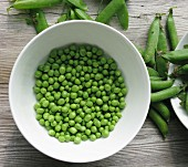A bowl of freshly shelled peas (seen from above)