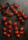 Oven-roasted cherry tomatoes (seen from above)