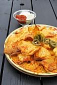 Tortillachips mit Käse überbacken
