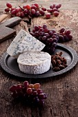 Brie and blue cheese with grapes and caramelised nuts