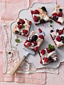 Summer berry cake with meringue