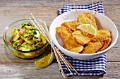 Bärlauch-Kartoffel-Salat zu Hähnchennuggets