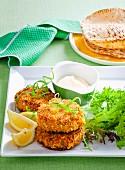 Fischfrikadellen mit Mayonnaise & Pitataschen