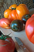 Various heirloom tomatoes on a chopping board