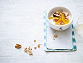 Spiced yoghurt with oranges, figs and walnuts (low carb)