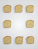 Acht Scheiben Brot zum Belegen