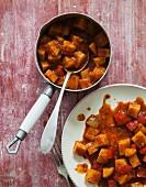 Veganes Kartoffelgulasch mit Pastinaken und Paprika