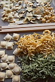 Trocknende Ravioli, Tagliatelle, und Tortellini