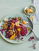 Red cabbage salad with Jerusalem artichokes and walnuts