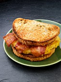 A toasted sandwich with bacon and egg for breakfast (USA)