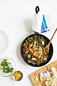 Fried chicken with rocket, leek and mushrooms