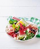 Wassermelonensalat mit Parmaschinken, Feta und Balsamicodressing
