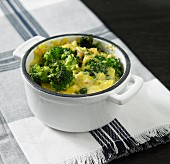 A mini braising pot with vegetables and polenta