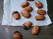 Gluten-free Bärentatzen (madeline-style cakes)