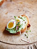 Crostini with quail's eggs and herb quark