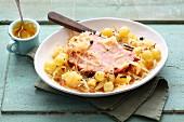 Sauerkrauteintopf mit Kassler, Kartoffeln & Weintrauben