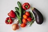 Gemüse und Kräuter für Ratatouille