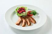 Lachs mit bunter Pfefferkruste & Salatbeilage