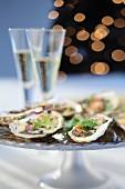 Austern auf festlichem Teller zum Champagner