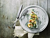 White asparagus with prawns and a dill sauce