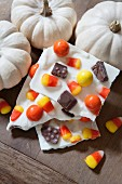 Halloween candy bark (homemade candy, USA)