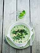 Broccoli soup with peppermint