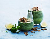 Green smoothies with crispy cereal flakes