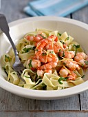 Fetuccine with prawns and lemons