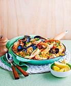 Paella mit Miesmuscheln, Tintenfisch, Garnelen & Fisch