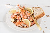 Fried prawns with garlic, lemon and bread