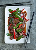 Beef with peppers and mange tout (China)