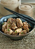 Chicken with a walnut sauce (China)