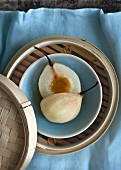 Steamed pears with honey (China)