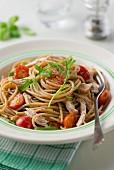 Spaghetti mit Hähnchen, Rucola und Kirschtomaten
