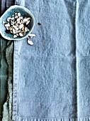 Mandelblättchen im Schälchen