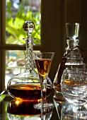 Armagnac im Glas und im Dekanter