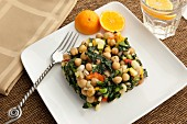 Chickpea salad with black kale and tangerines