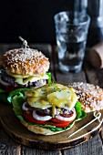 Beef burgers with pear and honey mustard