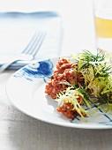 Beef Tatar mit Friseesalat