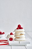 Meringues with fresh raspberries