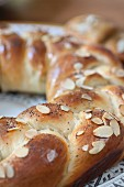 A bread wreath with poppyseeds and flaked almonds (close-up)