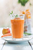 An apple and carrots smoothie