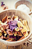 Vegetables chips in a wooden bowl