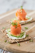 Crispbread topped with smoked salmon