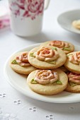 Romantic flower biscuits for Valentine's Day