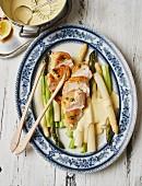 Spargel mit Hähnchenbrust und Sauce Hollandaise