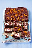 Rocky Road cake with marshmallows and dried apricots (USA)