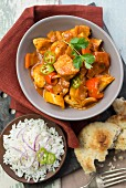Chicken vindaloo with rice and naan bread (India)