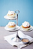 Kokoscupcakes mit Baiserhäubchen