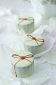Raspberry pralines with white chocolate